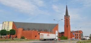 Kościół św. Urszuli Ledóchowskiej był oddawany etapami na przełomie lat 80. i 90.