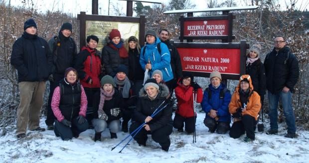 GR3miasto i sympatycy na zimowej wędrówce Jarem Raduni.