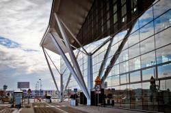 Terminal pasażerski na lotnisku w Rębiechowie. Jego budowa trwała dokładnie tyle, ile planowano.