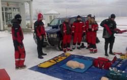 Ratownicy medyczni na molo w Sopocie.