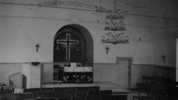 Wnętrze kaplicy w czasach powojennych, kiedy spotykali się w niej polscy baptyści.