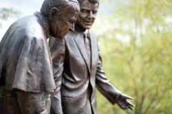 Także społecznie powstał w zeszłym roku pomnik Reagana i Jana Pawła II.