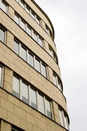 Gdynia jest stolicą polskiej moderny i można tam znaleźć wiele świetnie zachowanych budynków z tego okresu.