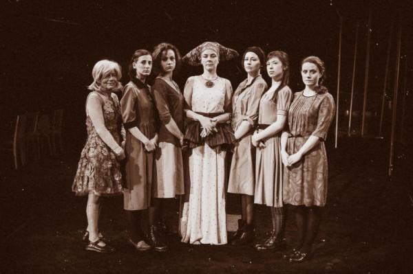 """Spektakl """"Czarownice z Salem"""" w reżyserii Adama Nalepy prezentowany będzie na Dużej Scenie Teatru Wybrzeże. Premiera 24 kwietnia."""