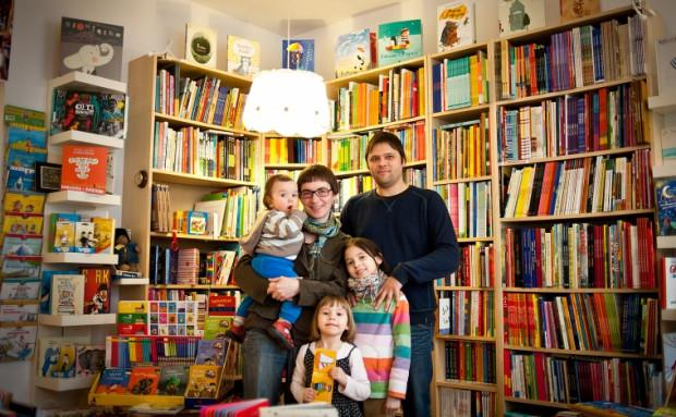 Na zdjęciu rodzina Szymkowiaków z Gdyni. Choć ludzi, którzy świadomie decydują się na rodzinę z trojgiem i więcej dzieci przybywa, to wciąż jest to niecodzienny widok.