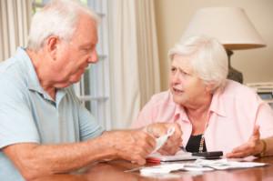 Decyzja komu i w jakiej formie przekazać majątek bywa trudna. Są dwie podstawowe możliwości: testament lub darowizna.