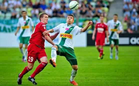 Przemysław Frankowski przekazał negocjacje odnośnie swojego kontraktu Cezaremu Kucharskiemu. Lechia jest zainteresowana, aby 18-letni rozgrywający został w Gdańsku.