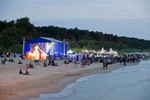 Przez plażę w Brzeźnie w piątek i sobotę przewinęły się setki fanów alternatywnej muzyki.