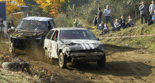 Udział w wyścigu Wrak Race to nagroda półrocza w sportowym Typerze Trojmiasto.pl. W Kolibkach za kółkiem specjalnie przygotowanego zdezelowanego auta zasiędzie Dariusz Długozima.