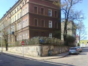 Budynek, na którym nasz czytelnik zauważył historyczny napis.