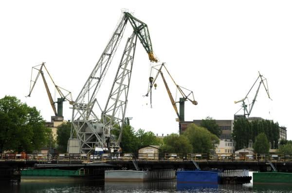 Zgodnie ze schematem, tramwaj wodny pokonuje m.in. most pontonowy w kierunku terenów Stoczni Gdańsk.