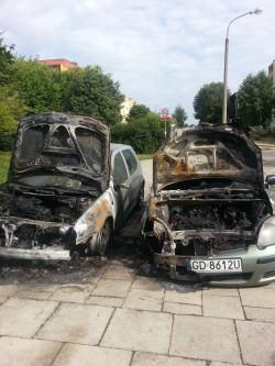 Auta spalone w nocy z wtorku na środę.