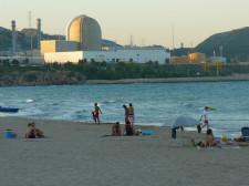 Elektrownia jądrowa w hiszpańskim Vandells - nie tylko wkomponowała się w otoczenie, ale i nie odstrasza wcale turystów.
