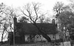 Tak w połowie XX wieku wyglądał pocysterski kościół św. Walentego we wsi Matarnia.