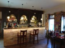 Sercem restauracji Mantra jest stylowy drewniany barek.