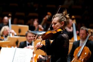 - Koncertmistrz skrzypiec jest pierwszą osobą w hierarchii po dyrygencie. Jeżeli program nie wymaga dyrygenta, koncert od pulpitu prowadzi koncertmistrz - mówi Szymon Morus.