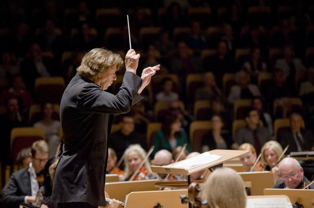 Program Polskiej Filharmonii Bałtyckiej na sezon artystyczny 2013/14 stworzyli wspólnie Ernst van Tiel (dyrektor artystyczny Orkiestry, na zdj.), Massimiliano Caldi (I dyrygent gościnny) oraz Rada Orkiestry.