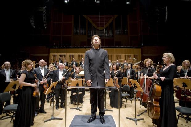 Nic, co dzieje się na scenie podczas koncertu, nie jest przypadkowe. Choć orkiestrowy savoir-vivre ma formę nieoficjalną, muzycy orkiestrowi na całym świecie kierują się podobnymi zasadami i normami zachowań.