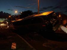 Przed godz. 20 autokar wpadł do wykopu w remontowanej ul. Morskiej w Gdyni.