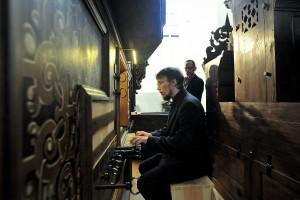 Zaszczyt zaprezentowania  najbardziej charakterystycznych możliwości barwowych tego wyjątkowego instrumentu przypadł Andrzejowi Szadejce (na zdj.), koordynatorowi projektu.
