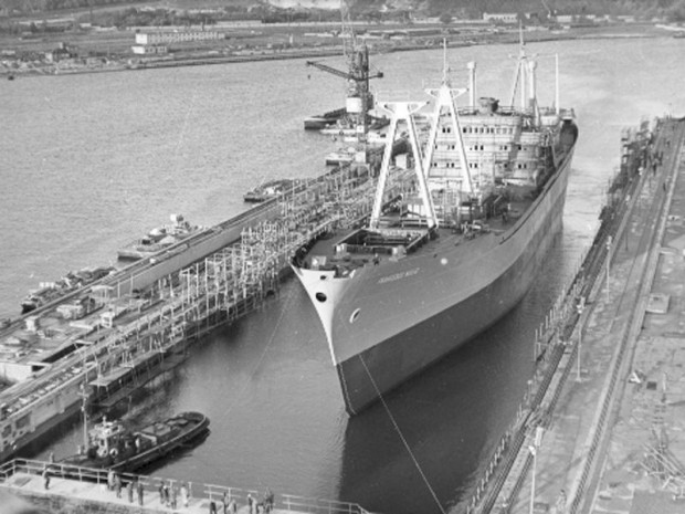 """Zwodowany już """"Francesco Nullo"""" - pierwszy statek, jaki powstał w suchym doku Stoczni im. Komuny Paryskiej w Gdyni."""