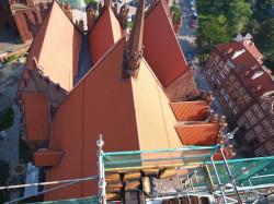 W ramach odbudowy kościół zyskał nowe dachy. Ponadto zamontowano strzelistą sygnaturkę, na którą świątynia czekała od 1945 r.
