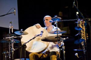 Zohar Fresco zaprezentował nie tylko swój charakterystyczny wokal, ale również całe bogactwo perkusjonaliów.