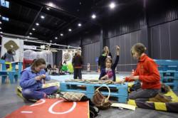 Dzieci brały udział w warsztatach poświęconych recyklingowi.