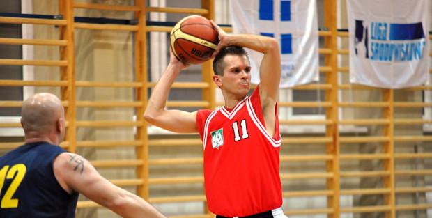 Młodzi Inaczej Gdańsk (w czerwonych strojach) zakończyli sezon zasadniczy w dywizji Maxibasketball 35+ pomorskiej Ligi Środowiskowej na pozycji lidera.