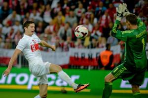 Polska pokonała Danię na gdańskim stadionie, ale Roberta Lewandowskiego pożegnały gwizdy, gdy napastnik opuszczał boisko.