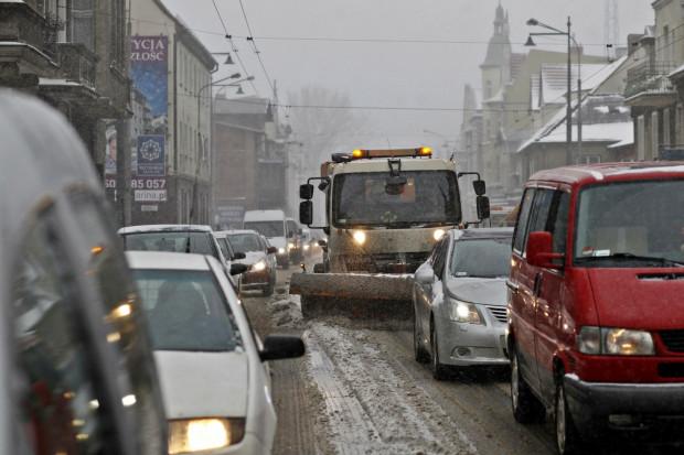 Powrót zimy jak zawsze najbardziej odczują kierowcy.
