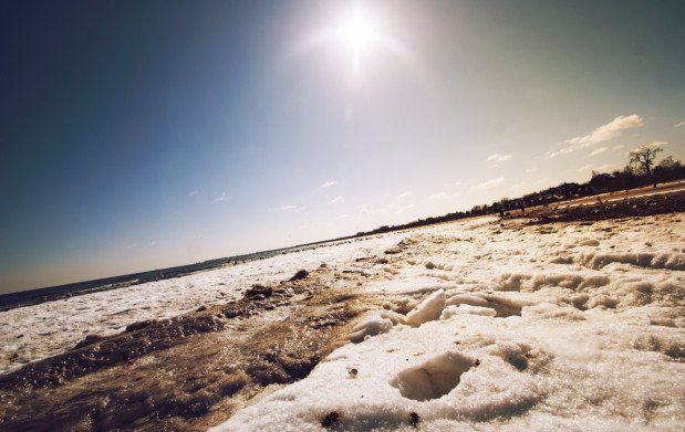 Choć na plażach w Gdańsku zalega dziś śnieg...