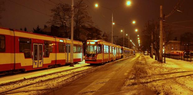 Od kilku tygodni tramwaje noc spędzają na torowisku wzdłuż zajezdni Wrzeszcz.