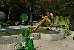 Do głosowania przeszedł też pomysł utworzenia fontanny fitnes, uruchamianej dzięki siłom mięśni. Na zdjęciu fontanna w formie placu zabaw - przykład z Iranu.