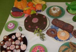Dzieci nie muszą umieć gotować, by podczas zajęć plastycznych stworzyć bardzo realistyczne potrawy.