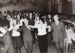 Tradycyjny polonez w latach 70. ub. wieku.