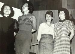 Kreacje nauczycielek podczas studniówki w 1974 r.