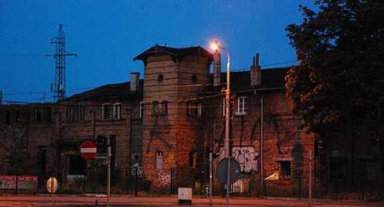 Właściciel zupełnie nie dba o zabytkowe budynki przy ul. Grunwaldzkiej 535 i 537.