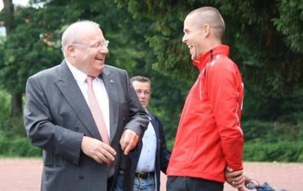 Franz Josef Wernze (z lewej) podkreśla, że już teraz oczekuje się od Lechii miejsca w pierwszej ósemce oraz awansu do półfinału Pucharu Polski.