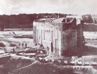 Brama Karowa podczas rozbiórki bastionów w 1896 r.