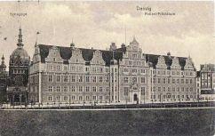 Prezydium Policji na starej pocztówce z początków XX wieku.