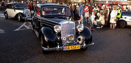 Zabytkowe automobile zawsze przyciągają uwagę. Na ul. Chylońskiej będzie zapewne podobnie.