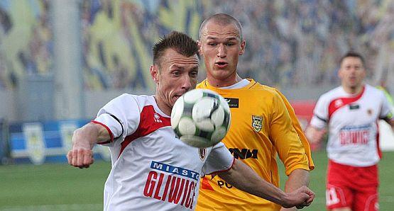 Gol Przemysława Trytki, który został strzelony mimo liczebnego osłabienia, dał Arce zwycięstwo nad Piastem.