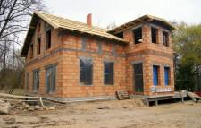 Budynek spółdzielni socjalnej odtworzono na wzór starego młynu, wykorzystano oryginalne zabytkowe cegły.