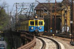 Mimo licznych remontów pociągów, wciąż znaczną część stanowi wysłużony tabor, którego lata świetności dawno minęły.