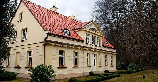 Odrestaurowany na początku XXI wieku dworek Saltzmanna w Gdańsku Oliwie.