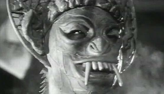 """Czy jeden z bohaterów filmu """"Zły mózg z kosmosu"""" nie wygląda złowieszczo?"""