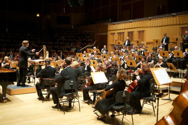 Czwartkowy występ Orkiestry Filharmonii Bałtyckiej pod dyr. Ernsta van Tiela był jednym z najlepszych w ostatnim czasie.