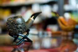 """Najbardziej atrakcyjne fajki współczesne to tak zwane """"autografy"""" wykonane w jednym egzemplarzu. (Cena: 1220 zł)"""