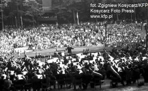 ... a w Operze Leśnej organizowano masowe koncerty.
